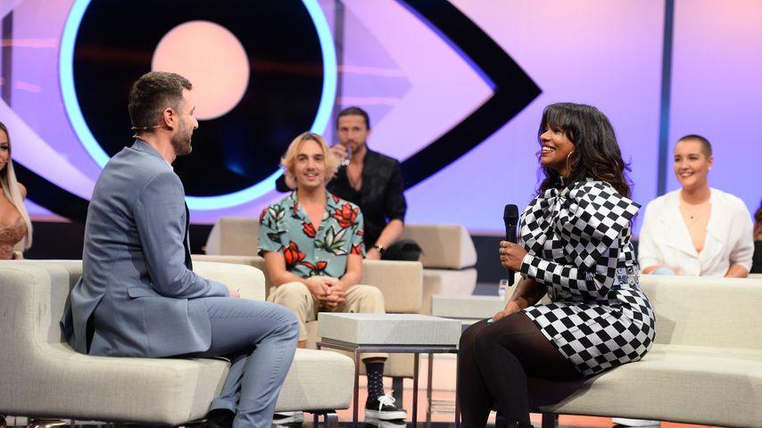 """Moderator Jochen Schropp und Vanessa in der finalen """"Big Brother""""-Liveshow"""
