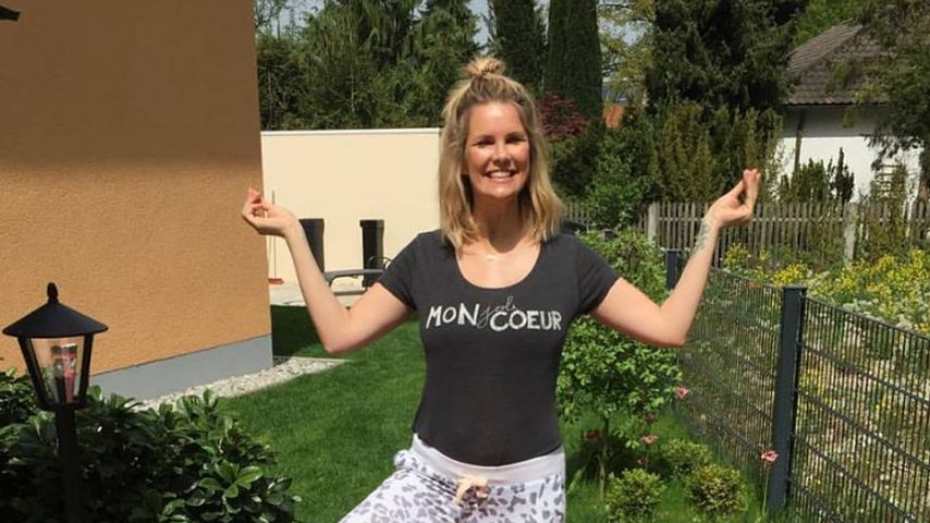 Mission After-Baby-Body: Monica Ivancan sportelt im Garten