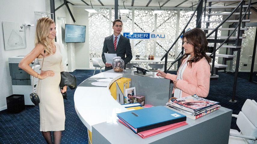 """Monika (Isabel Vollmer) im Büro von Huberbau bei """"Unter uns"""""""