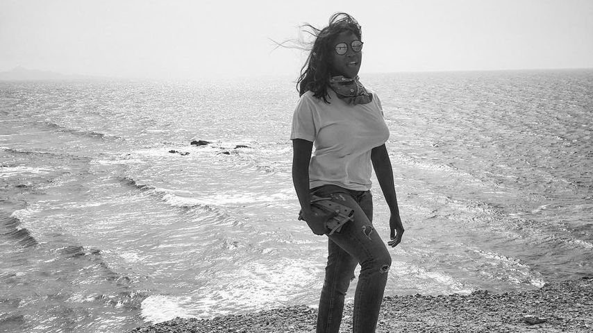 Motsi Mabuse am Strand