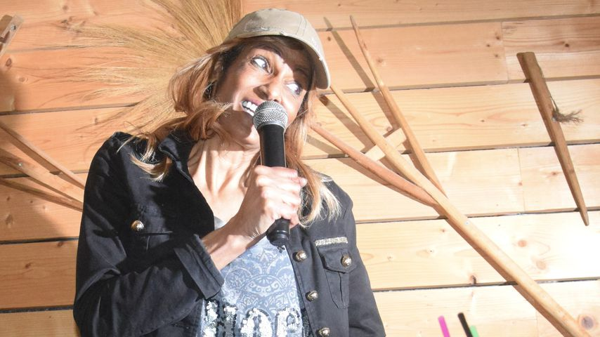 Naddel bei einem Auftritt in Krümls Stadl auf Mallorca im April 2019