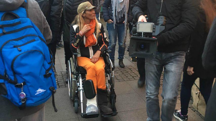 Nach Unfall: Naddel im Rollstuhl auf dem Weihnachtsmarkt!