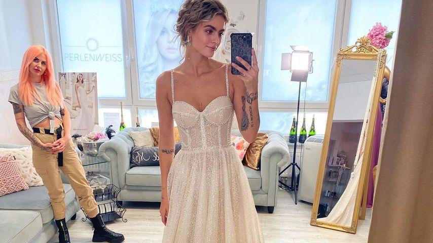 Nadine Wimmer bei der Brautkleidanprobe, Kleid Nummer 2