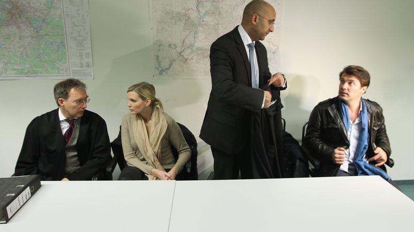 Nadja Auermann und Ex-Mann Wolfram Goretzka mit ihren Anwälten 2011