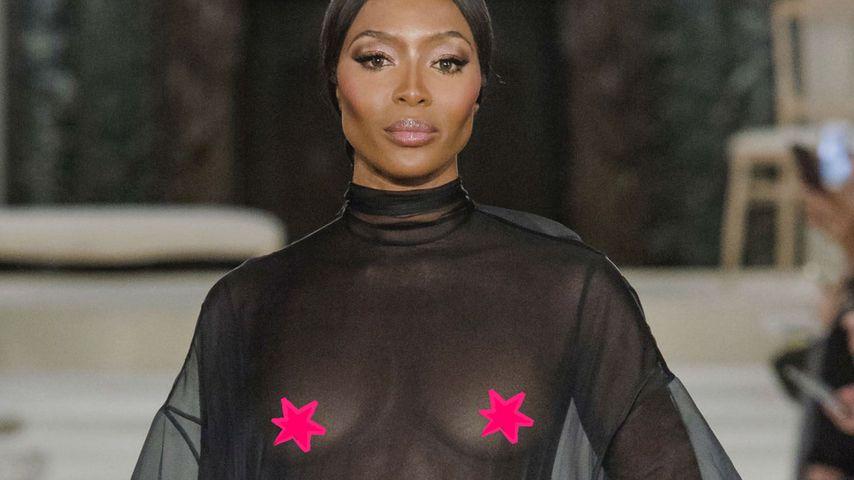 Naomi Campbell mit Nippel-Outfit bei der Paris Fashion Week!
