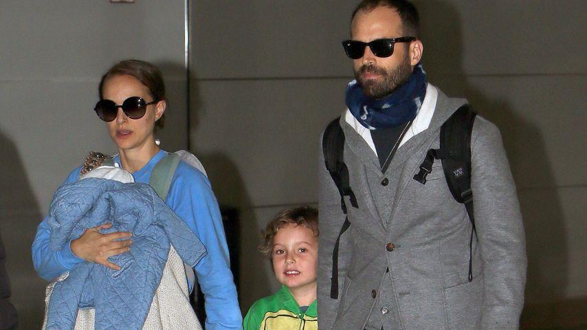 Natalie Portman mit Amalia und Aleph und ihrem Ehemann Benjamin Millepied