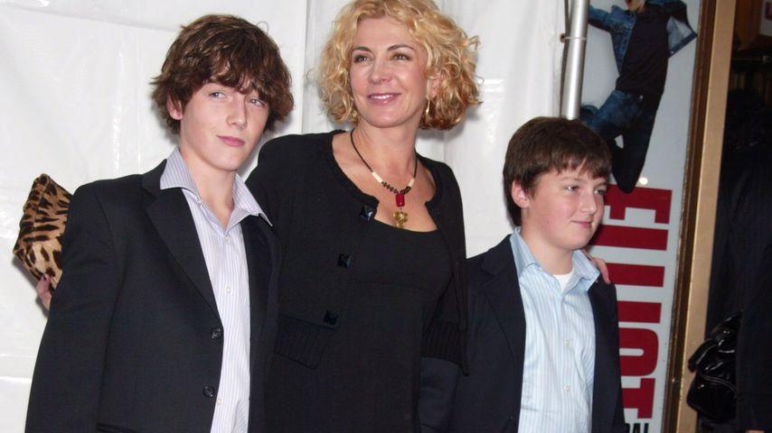 Natasha Richardson mit ihren Söhnen Micheál und Daniel, November 2008