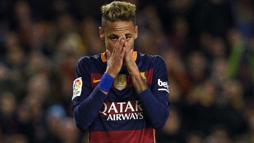 Glatze! Fußball-Star Neymar schockt mit Kahlschlag