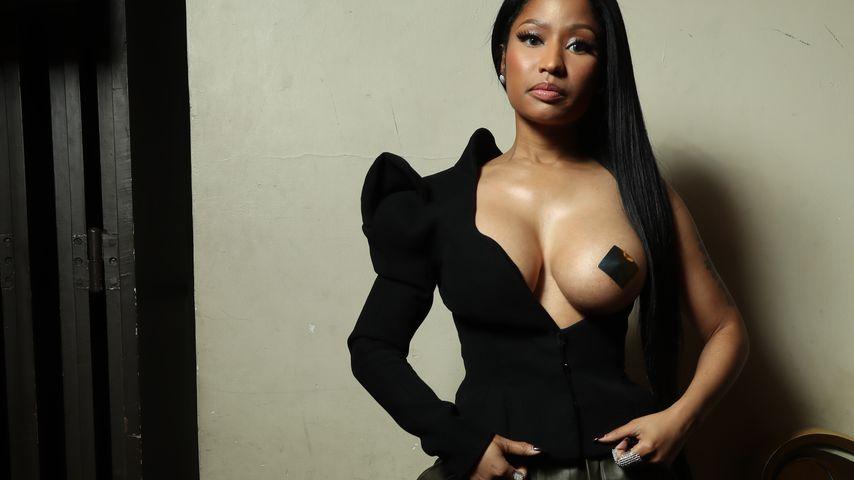 Nacktes Boob-Statement! Nicki Minaj lässt ihre Brust raus