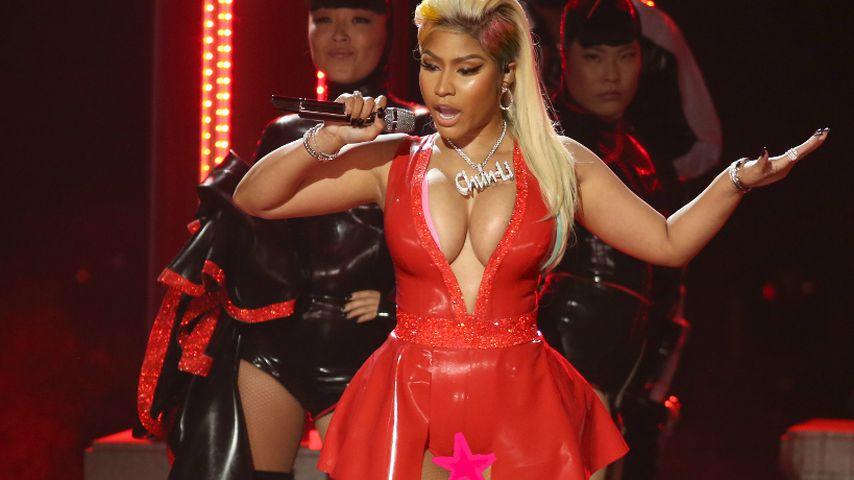 Schlüpfriger Einblick: Nicki Minajs Outfit bei BET Awards