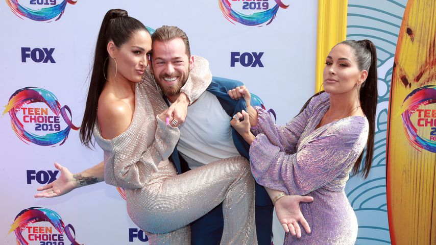 Nikki Bella, Artem Chigvintsev und Brie Bella bei den Teen Choice Awards in L.A. im August 2019