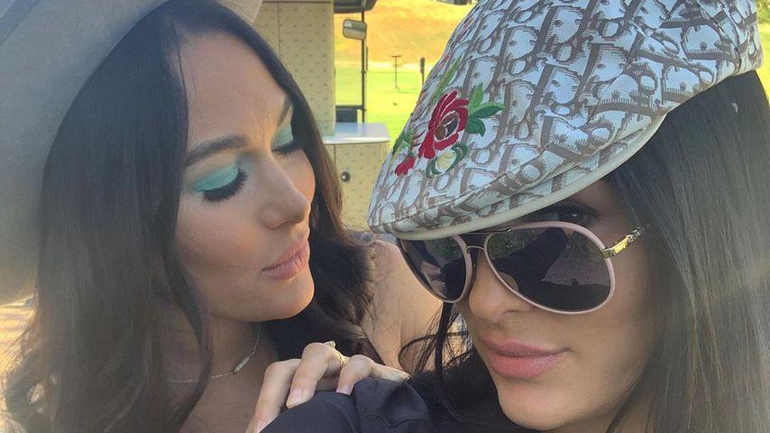 Nikki und Brie Bella im Jahr 2020