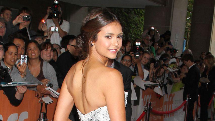 Schöne Nina Dobrev entzückt mit sexy Rücken