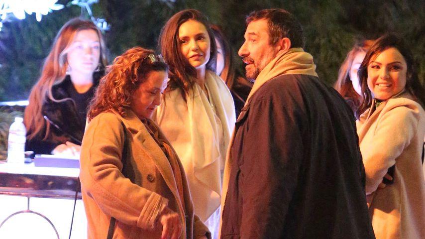 Nina Dobrev (m.) mit ihren Eltern auf einer Party in Beverly Hills