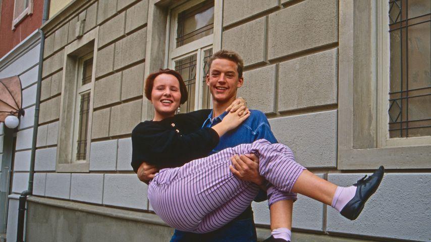 """Nina Vorbrodt und Christian Kahrmann bei """"Lindenstraße"""", 1988"""