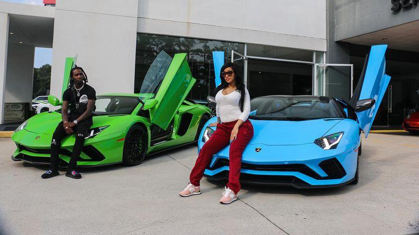 Offset und Cardi B vor ihren Autos