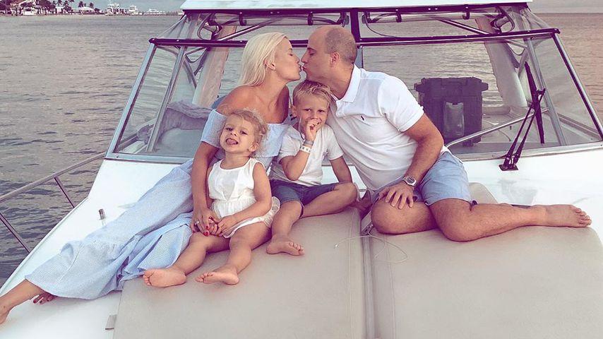 Oksana Kolenitchenko mit ihrem Ehemann Daniel und den zwei Kids