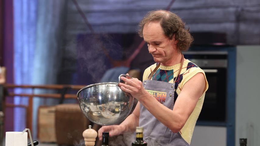"""Olaf Schubert bei """"Grill den Henssler"""" 2021"""