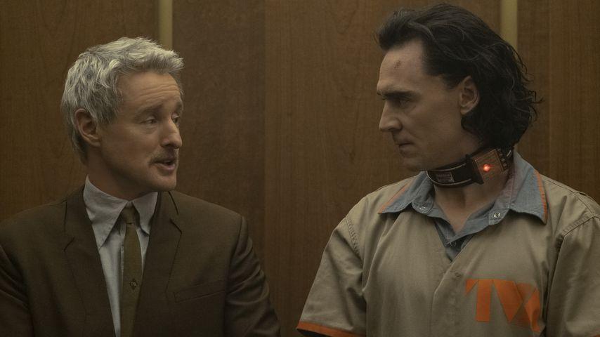 """Owen Wilson und Tom Hiddleston in einer """"Loki""""-Szene"""