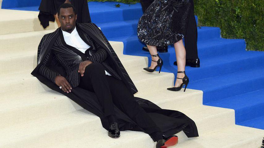 Gestolpert? P. Diddy legt sich auf Red Carpet der Met Gala