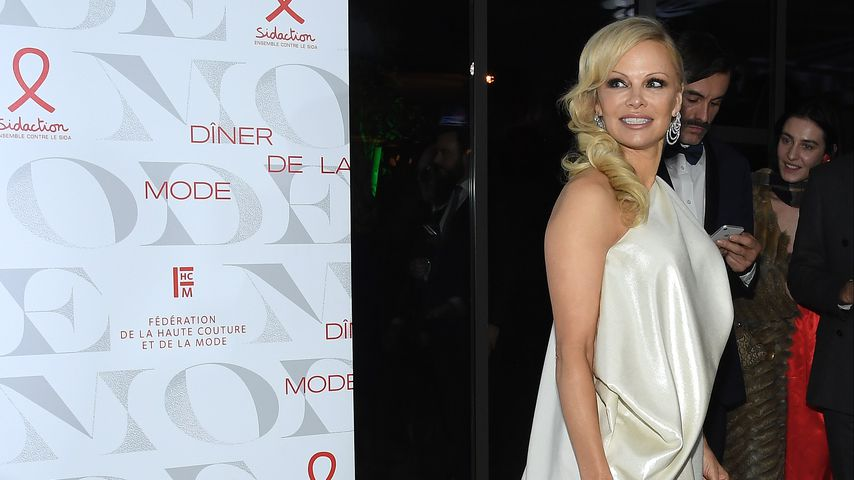 Pamela Anderson auf der Paris Fashion Week 2019