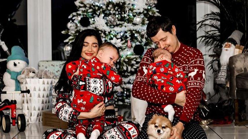 Paola Maria und Sascha Koslowski mit ihren Söhnen Leonardo und Alessandro an Weihnachten 2020