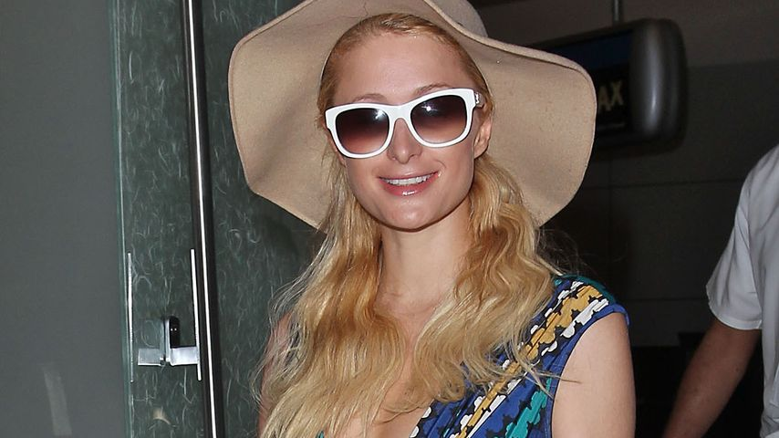 Paris Hilton: Mit Boho-Charme am Flughafen