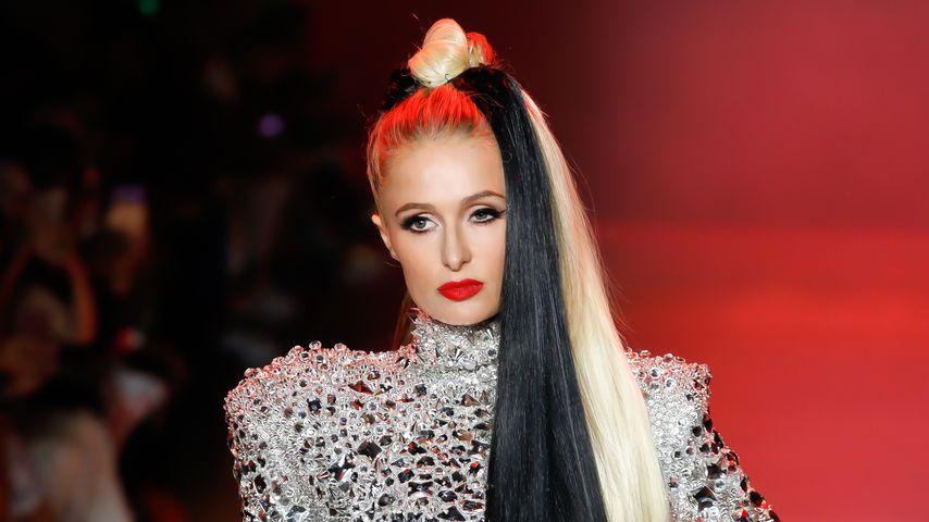 Auf der NYFW: Paris Hilton verwandelt sich in Cruella De Vil
