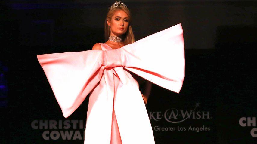 Ein lebendiges Geschenk: Paris Hilton rockt XL-Schleife
