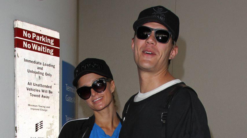 Paris Hilton und ihr Freund Chris Zylka am Flughafen von L.A.