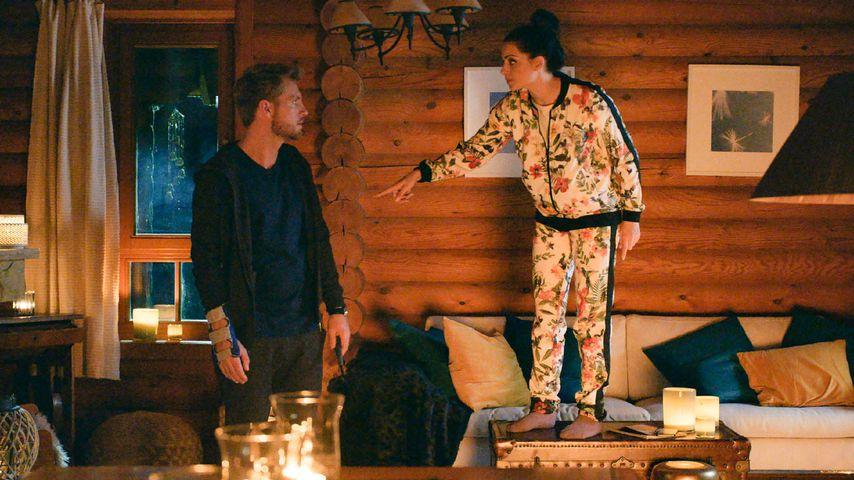 Paul (Niklas Osterloh), Emily (Anne Menden) in einer Szene bei GZSZ