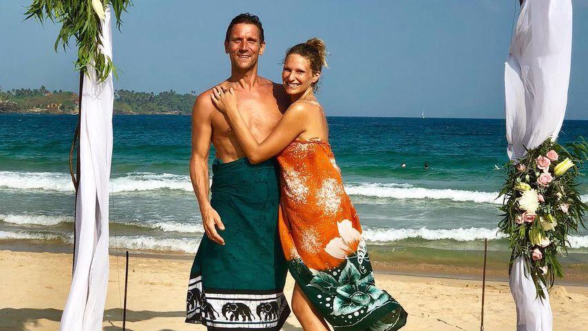 Peer & Janni schwelgen im Urlaub in Hochzeits-Erinnerungen