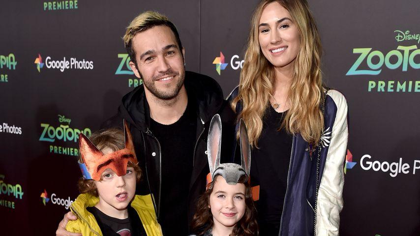 Pete Wentz mit seiner Frau Meagan Camper und seinen Söhnen Bronx und Saint