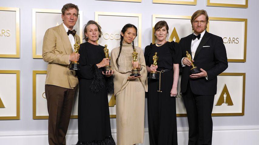 Peter Spears, Frances McDormand, Chloé Zhao, Mollye Asher und Dan Janvey bei den Oscars 2021