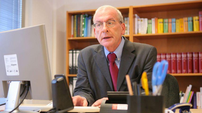 Peter Zwegat, Schuldenberater