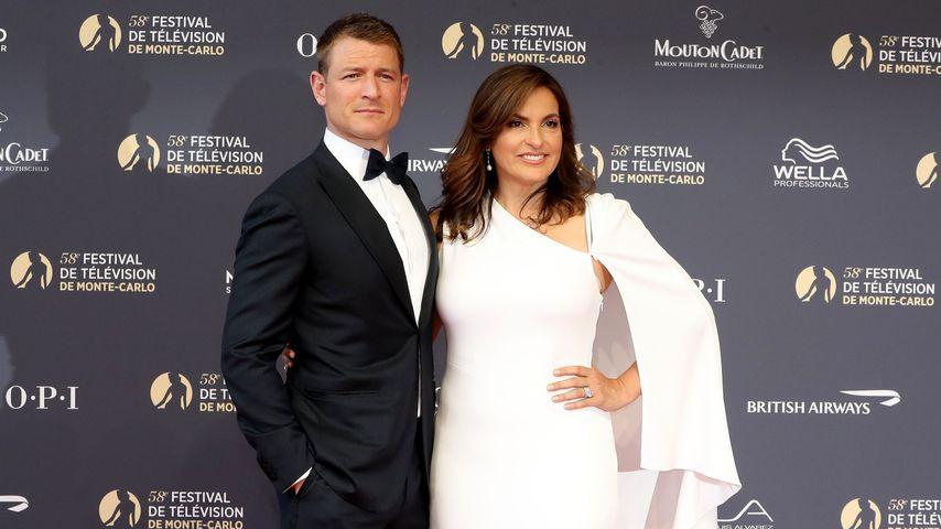 Philip Winchester und Mariska Hargitay bei einem Festival in Monaco