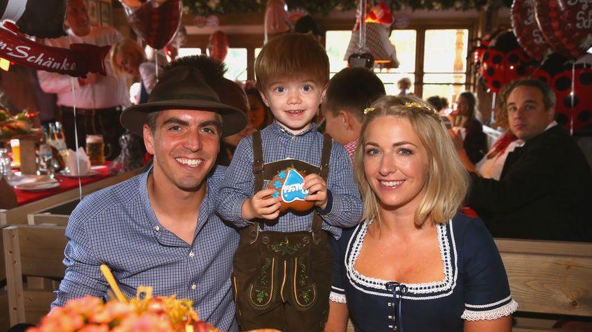 Philipp Lahm mit Frau Claudia und Sohn Julian auf der Wiesn