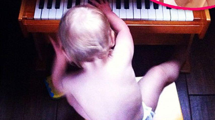Wie süß! Pinks Tochter (1) ist schon Pianistin
