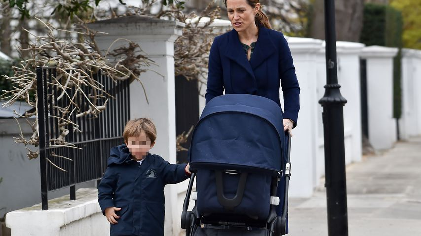 Hier spaziert Pippa Middleton mit Arthur und Baby Grace
