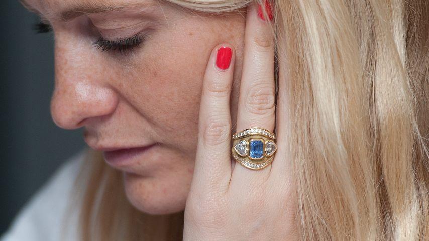 Wow! Poppy Delevingne zeigt ihren Verlobungs-Ring