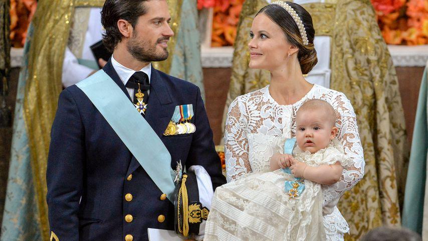 Prinz Carl Philip und Prinzessin Sofia mit Prinz Alexander bei dessen Taufe 2016