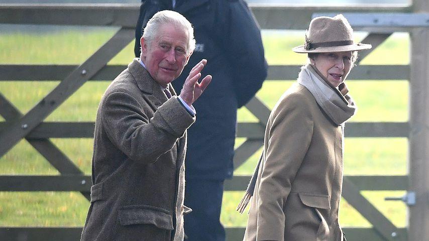 Prinz Charles und Prinzessin Anne auf dem Weg zum Sonntags-Gottesdienst in Sandringham