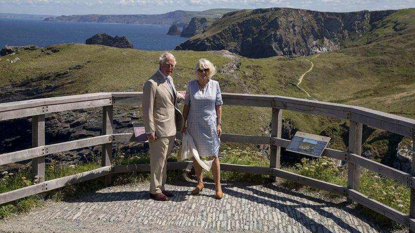 Mythischer Ausflug: Charles & Camilla sommerlich unterwegs
