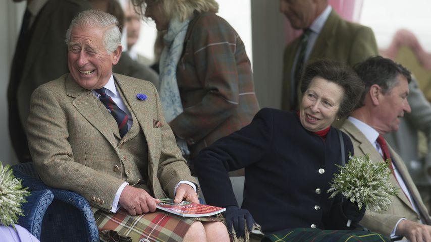 Prinz Charles und seine Schwester Prinzessin Anne
