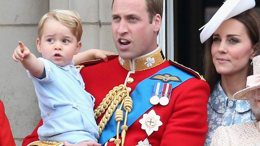 Prinz George, Prinz William, Herzogin Kate im Buckingham-Palast im Juni 2015