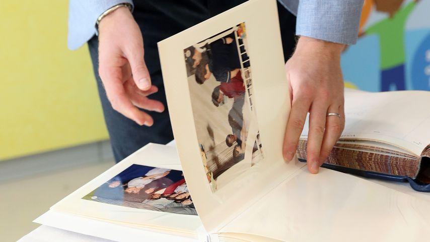 Prinz Harry und Fotografien seiner Mutter Diana