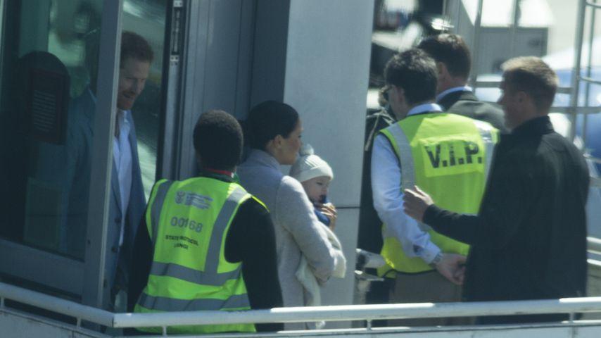 Prinz Harry, Herzogin Meghan und Baby Archie bei ihrer Ankunft in Afrika