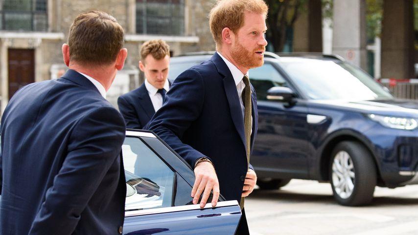 Genau wie Meghan: Prinz Harry schließt die Autotür selbst