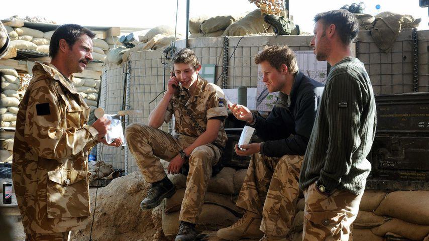 Prinz Harry (2.v.r.) mit seinen Kameraden in Afghanistan, 2008