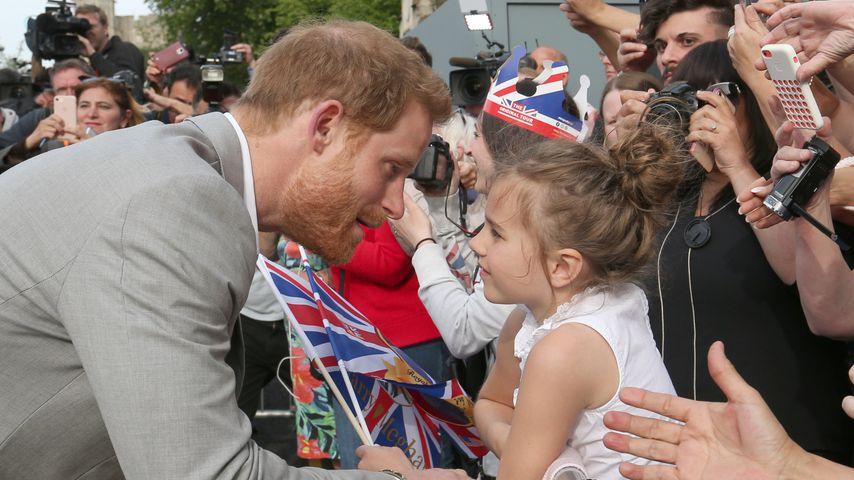 Kurz vor der Hochzeit: Prinz Harry begrüßt Fans in Windsor!